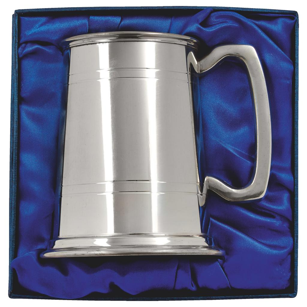 Pewter Tankard in Presentation Box. Constructed from English pewter by expert craftsmen. Two sets of horizontal pressed lines running around the tankard. Presented in a blue line display box. Also incorporating a plain handle.