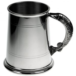 Fish Handle Tankard. Constructed from English pewter by expert craftsmen. A traditional one pint sized two lined tankard with the handle in the shape of a fish. Also presented in a standard packing box