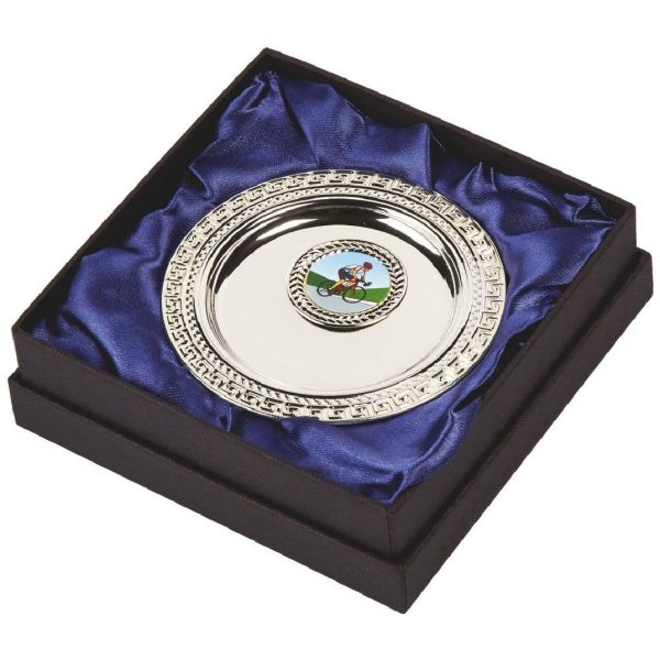Multi-Sports Presentation Salver 10cms. Constructed from a metal alloy with a bright shiny silver finish and sits in a blue line presentation case. Incorporating large area to include all your engraving for a small charge. Including a quality lidded lined presentation case.