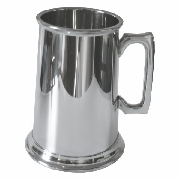 Pewter Tankard Three Pints. Constructed from English pewter by expert craftsmen. Supplied in a card packing box. Also incorporating a plain handle. Lots of room for personalised engraving.